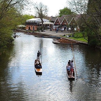Enjoy punting on the river in Oxford